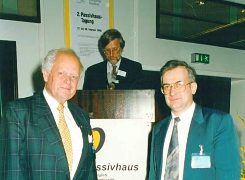 Pasyvių namų iniciatoriai profesorius Bo Adamson (kairėje) ir Wolfgang Feist (dešinėje).