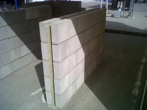 Padidinto efektyvumo tarpbutinė atitvara iš betoninių blokelių