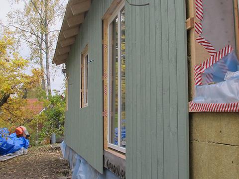 Medinės fasado apdailos dailylentės - tradicinis švediškas sprendimas